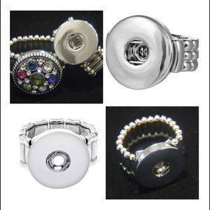 Adjustable stretch ring interchangeable snap charm
